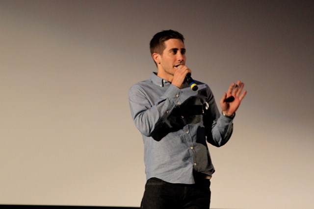 Jake Gyllenhaal ' 98 makes a surprise appearance at the end of the show.